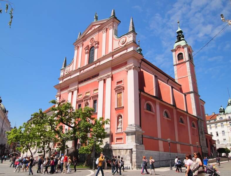 L'église Franciskanska cerkev Marijinega