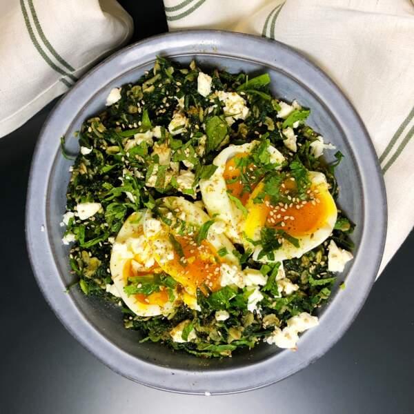 Porridge salé épinards, œuf mollet et fêta