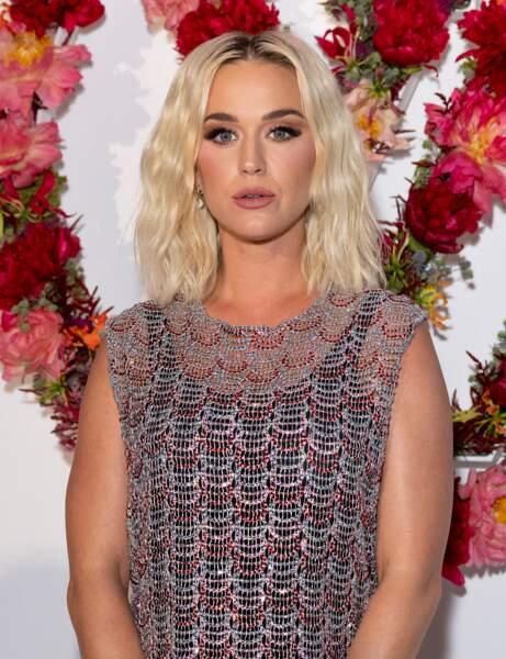 Les ondulations légères de Katy Perry