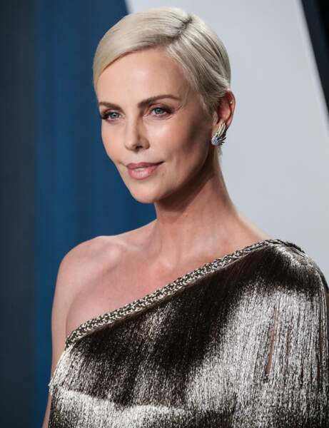 Une coupe ultra courte comme Charlize Theron