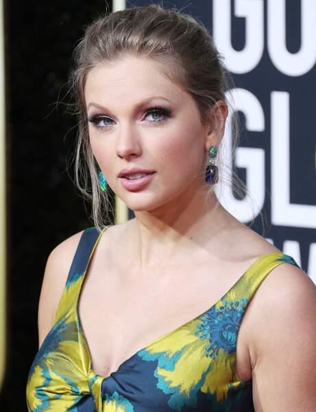 Les cheveux noués comme Taylor Swift