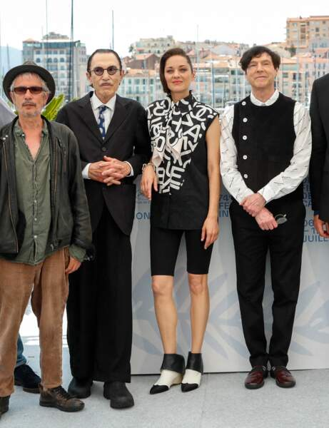 Cannes 2021 : Marion Cotillard en mode sporty chic
