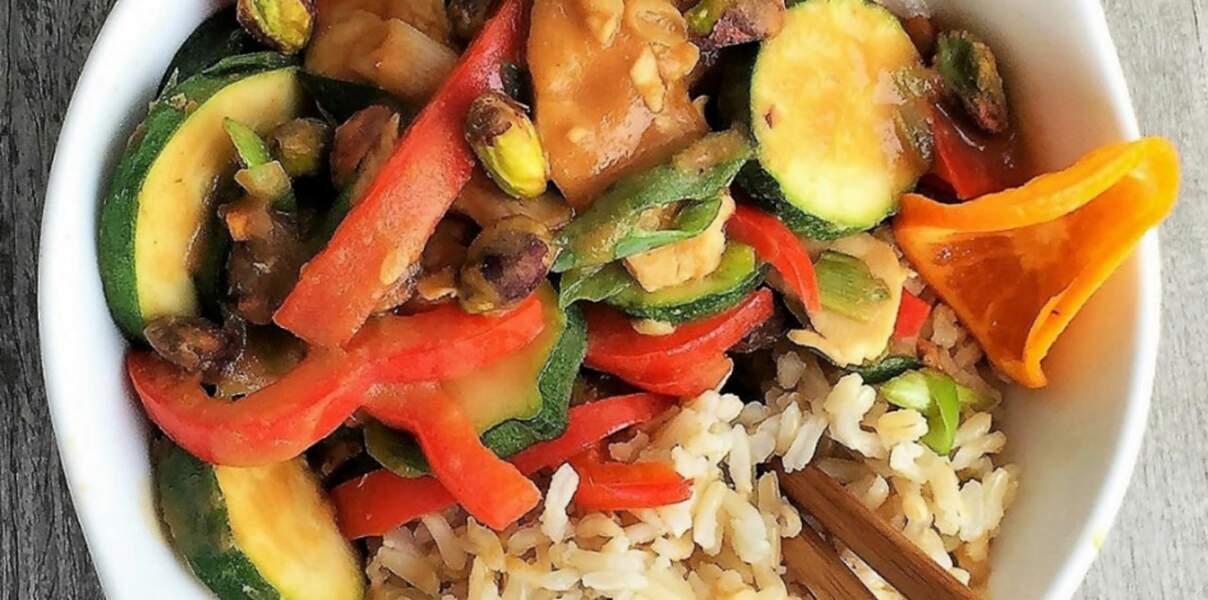 Sauté de poulet et de légumes à la mandarine et aux pistaches