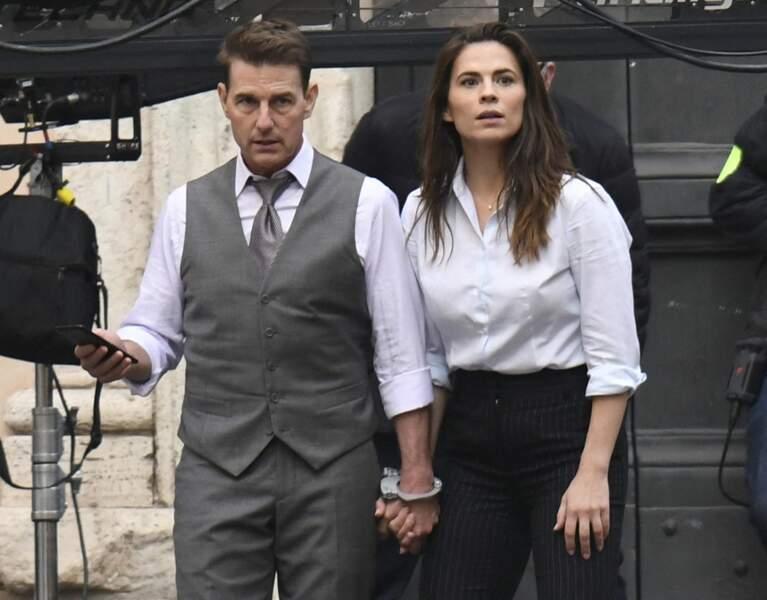 """Tom Cruise et Hayley Atwell sur le tournage du film """"Mission Impossible 7"""", à Rome, le 24 novembre 2020."""