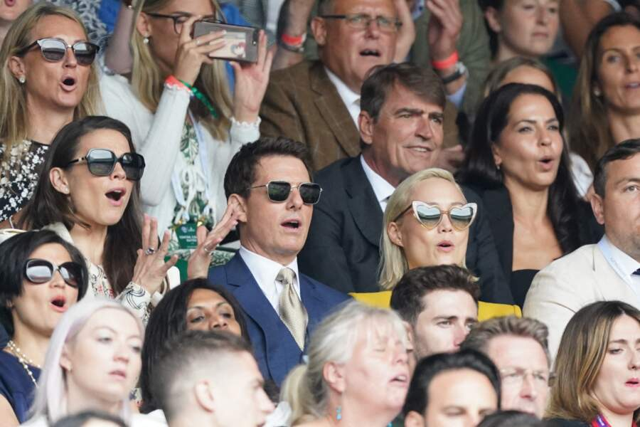Hayley Atwell, Tom Cruise et Pom Klementieff impressionnés par le match de tennis.
