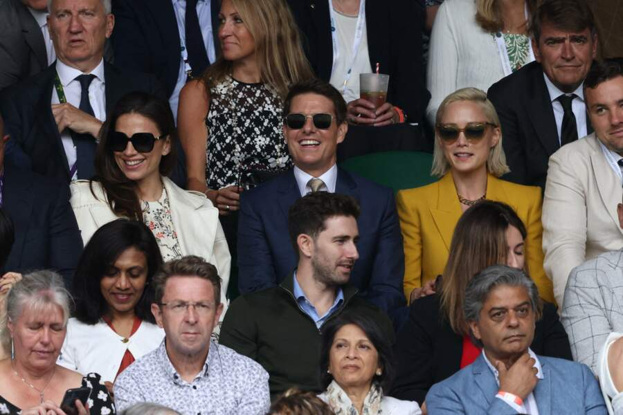 Tom Cruise et Hayley Atwell, dans les tribunes, aux côtés de la comédienne Pom Klementieff.