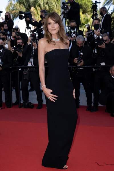 Cannes 2021 : Carla Bruni en robe bustier