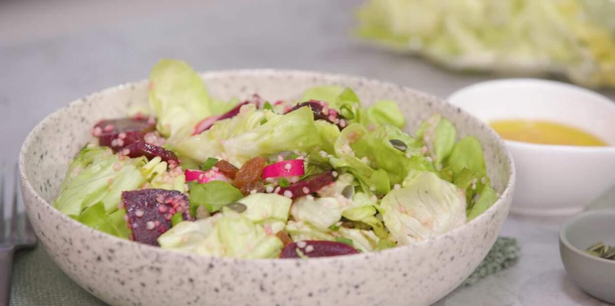 Salade veggie à la laitue, quinoa, betterave et graines de tournesol
