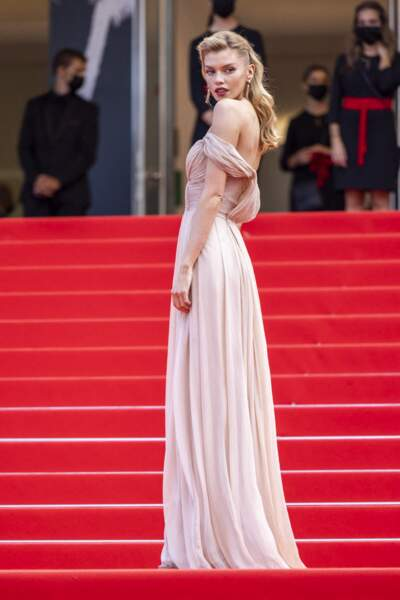 Cannes 2021 : Stella Maxwell en pin up glamour