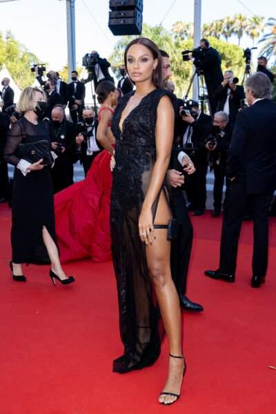 Cannes 2021 : Alicia Aylies en James Bond girl