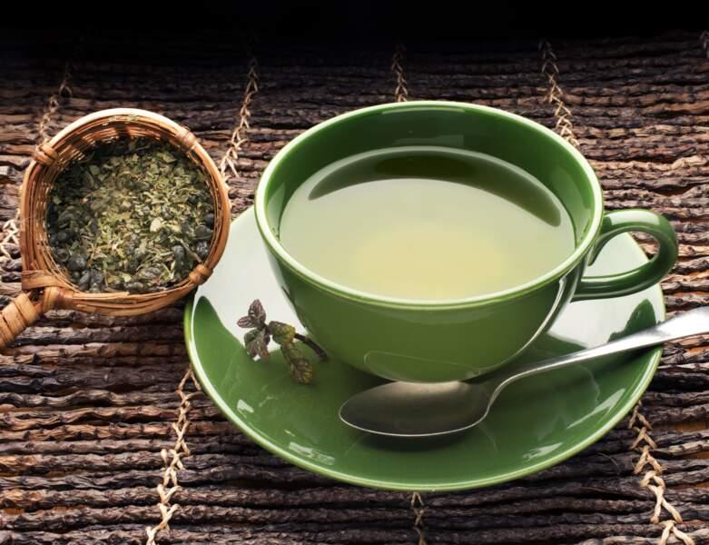 Du thé vert pour lutter contre les cernes