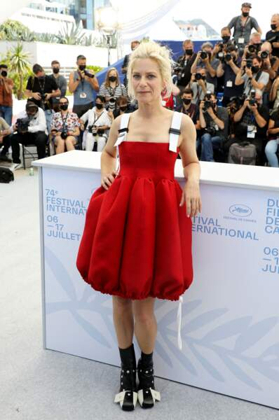 Marina Foïs en robe ballon