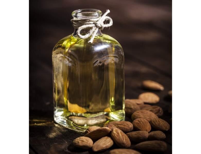 De l'huile d'amande douce pour se démaquiller
