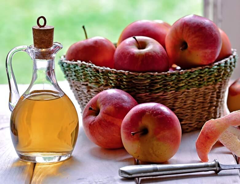 Du vinaigre de pomme pour des cheveux brillants