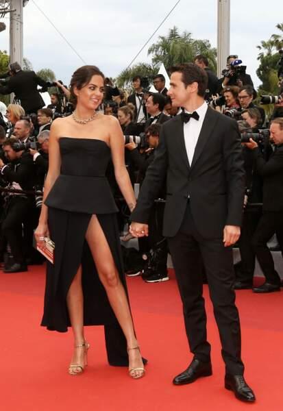"""Anouchka Delon et son mari Julien Dereims sur le tapis rouge pour le film """"The Dead Don't Die"""", lors de la cérémonie d'ouverture du 72e Festival International du Film de Cannes, le 14 mai 2019."""