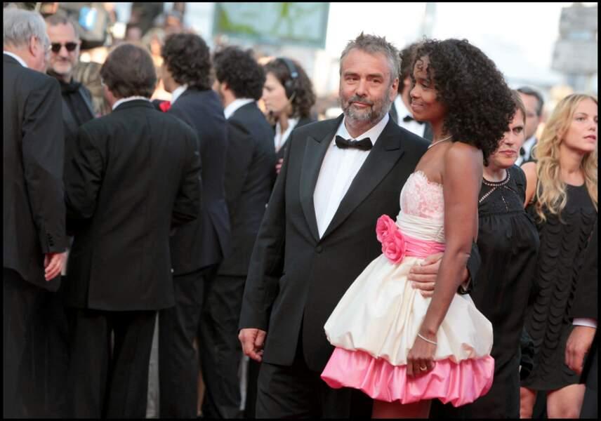 """Le réalisateur Luc Besson et sa femme Virginie Silla, sur le tapis rouge de Cannes, pour le film """"La source des femmes"""", le 21 mai 2011."""