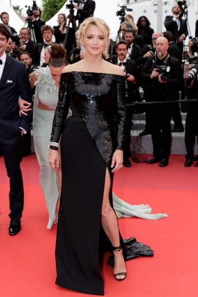 Look Virginie Efira : robe à sequin