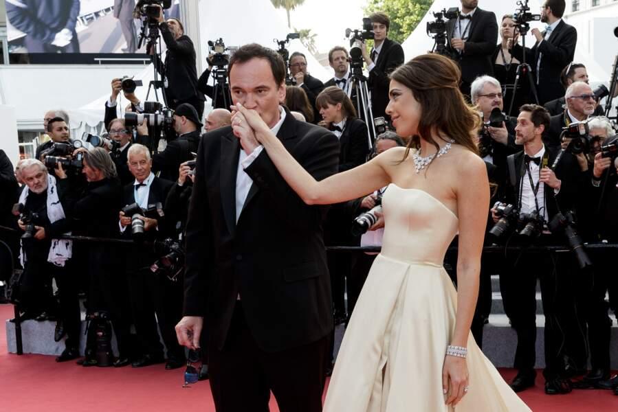 """Quentin Tarantino et sa femme Daniella Pick à la montée des marches du film """"Hors Normes"""", pour la clôture du 72e Festival International du Film de Cannes, le 25 mai 2019."""
