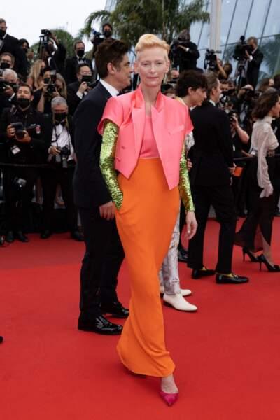 Tilda Swinton en robe multicolore