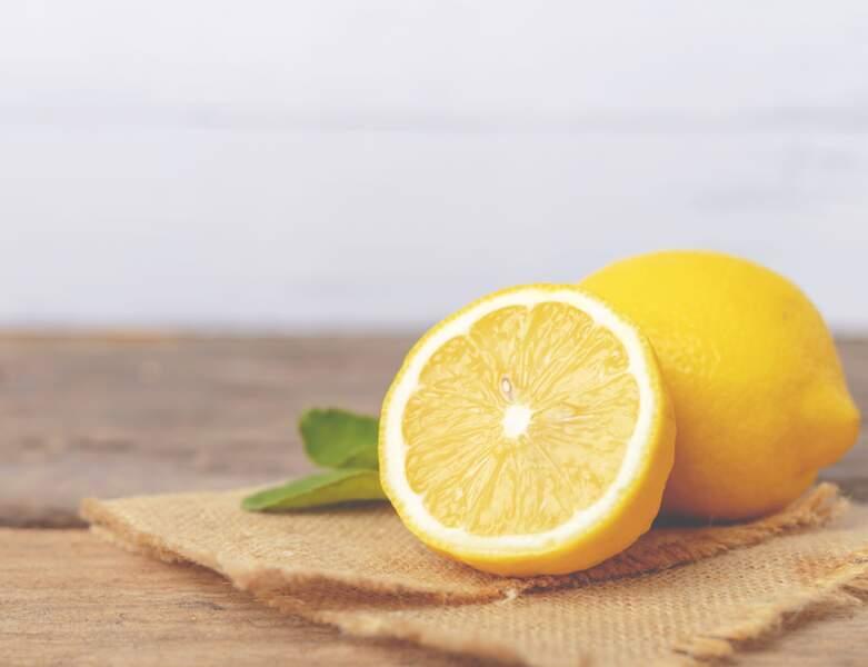 Un gommage au citron pour exfolier ses pieds