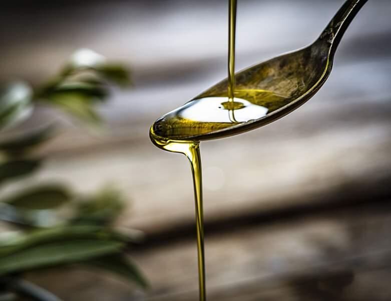 De l'huile d'olive pour des cheveux profondément nourris