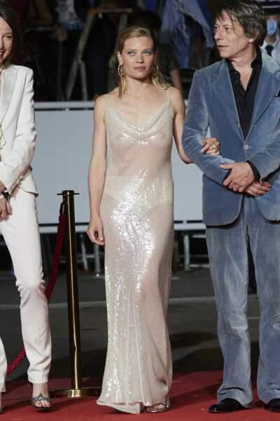 Cannes 2021 : Mélanie Thierry en robe transparente