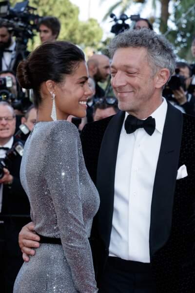 """Vincent Cassel et Tina Kunakey à la montée des marches du film """"Les Filles du Soleil"""", lors du 71e Festival International du Film de Cannes, le 12 mai 2018."""