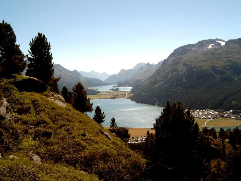 Le canton des Grisons au-dessus de Saint-Moritz