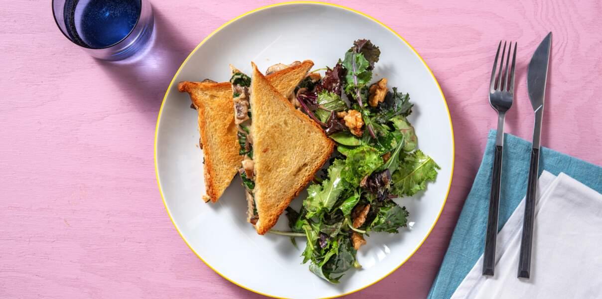 Croque-monsieur végétarien et salade aux noix