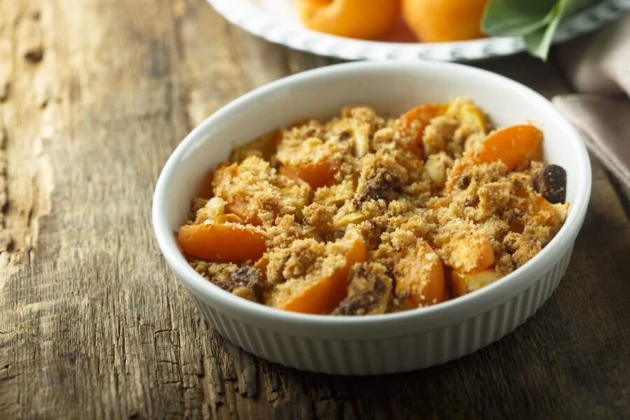 La délicieuse recette du crumble aux abricots de Cyril Lignac