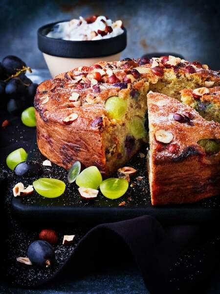 Gâteau d'automne aux raisins et noisettes