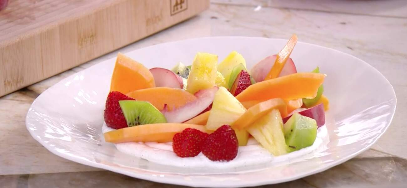 """""""Tous en cuisine"""" : la recette du carpaccio de fruits aux herbes de Cyril Lignac"""