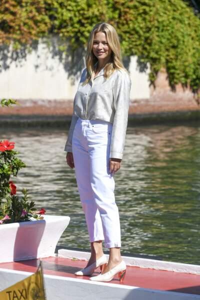 Virginie Efira à la Mostra : total look blanc le jour