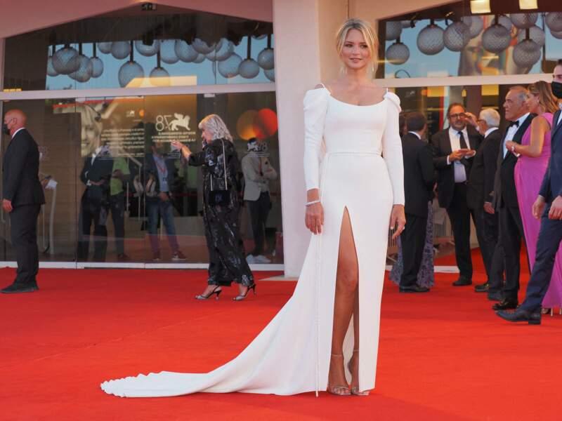 Virginie Efira à la Mostra : une robe sexy pour la soirée d'ouverture