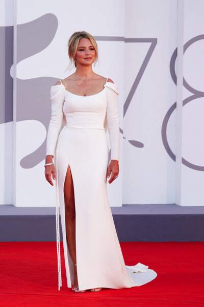 Virginie Efira à la Mostra : total look blanc le soir