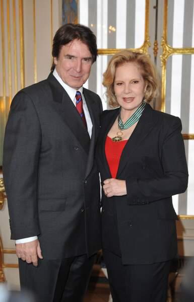 En décembre 2011, c'est accompagnée de son mari, Tony Scotti, que Sylvie Vartan a reçu les insignes de Commandeur dans l'ordre des Arts et des Lettres par Frédéric Mitterrand, ministre de la Culture.