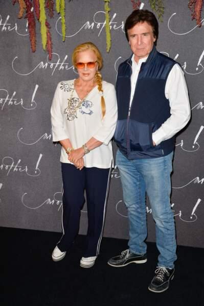 """Sylvie Vartan et son mari Tony Scotti à l'avant-première du film """"Mother !"""", au cinéma UGC Normandie, à Paris, le 7 septembre 2017."""