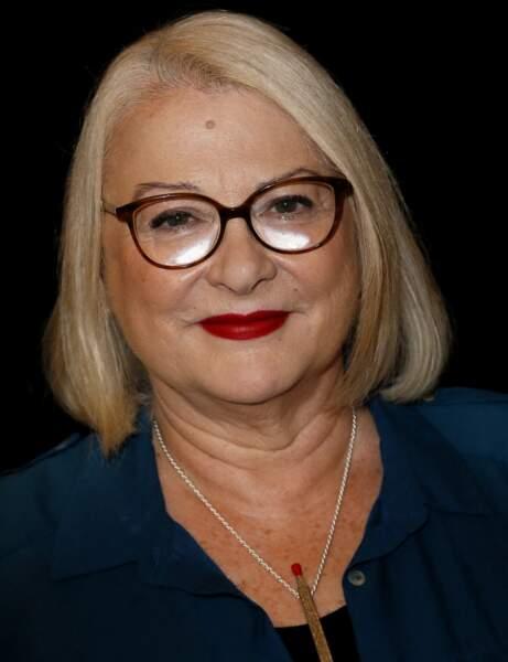 Josiane Balasko avec les cheveux colorés