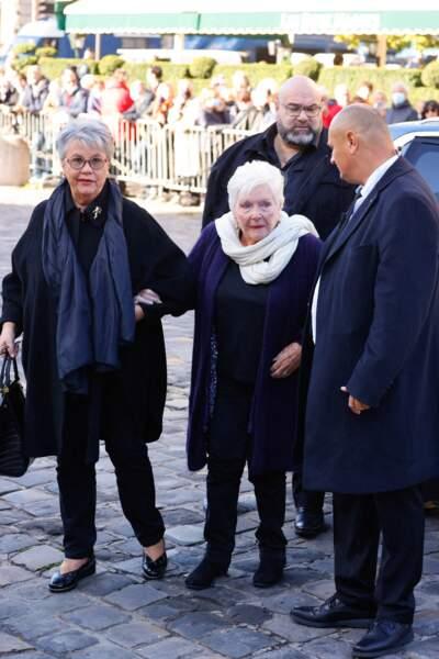 Arrivée de Line Renaud à la messe funéraire en hommage à Bernard Tapie