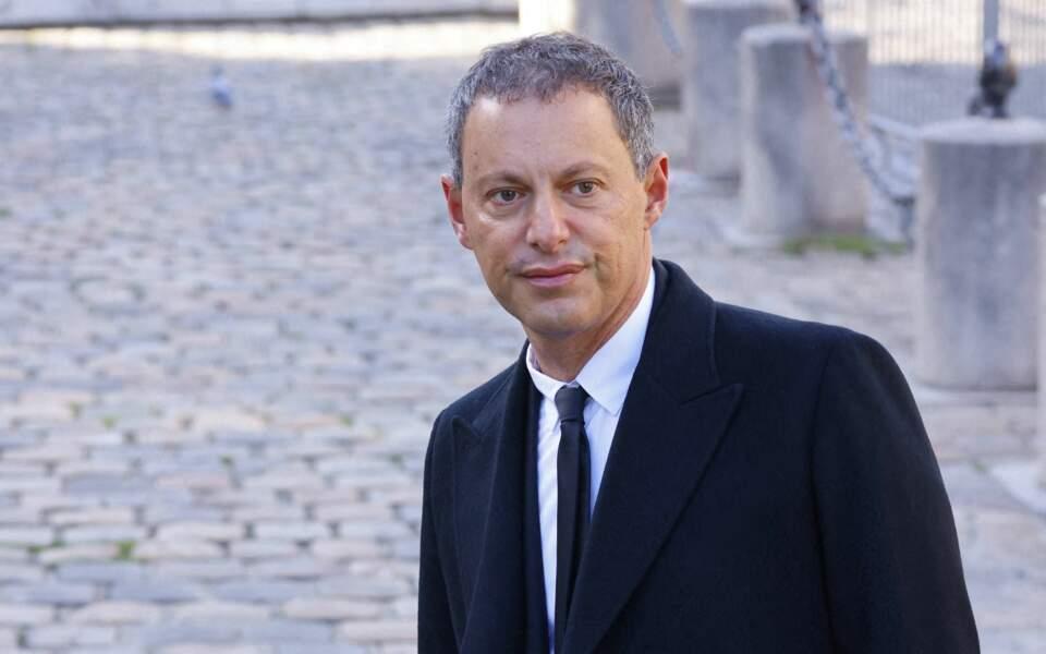 Arrivée de Marc-Olivier Fogiel à la messe funéraire en hommage à Bernard Tapie