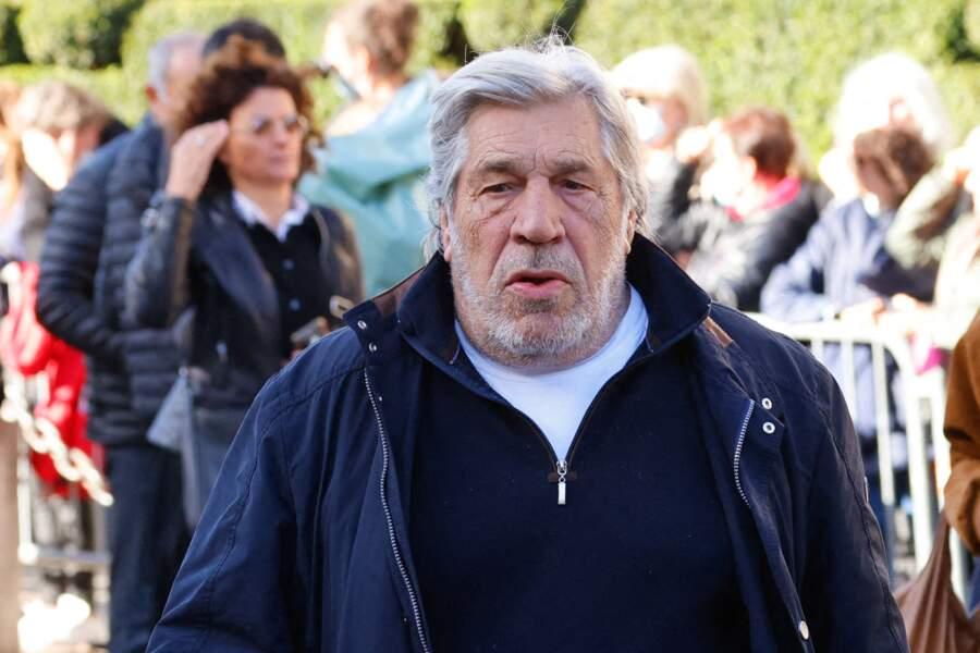 Arrivée de Jean-Pierre Castaldi à la messe funéraire en hommage à Bernard Tapie