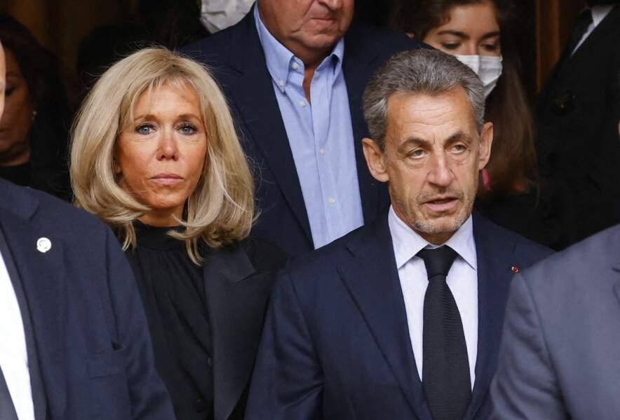 Brigitte Macron et Nicolas Sarkozy à la sortie de la messe funéraire en hommage à Bernard Tapie