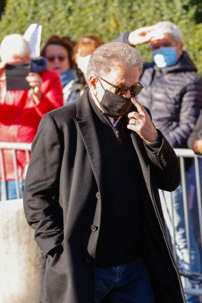 Arrivée de Michel Drucker à la messe funéraire en hommage à Bernard Tapie