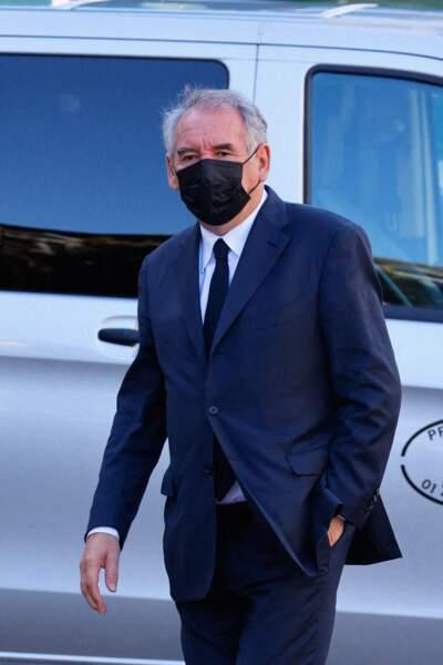 Arrivée de François Bayrou à la messe funéraire en hommage à Bernard Tapie