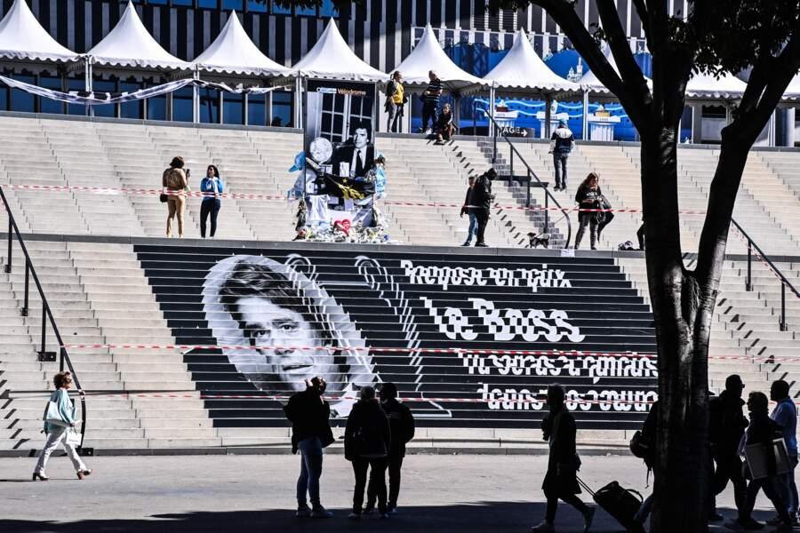 De nombreux fans de l'OM ont fait le déplacement pour rendre hommage à l'ex-patron du club de football, au stade Vélodrome de Marseille