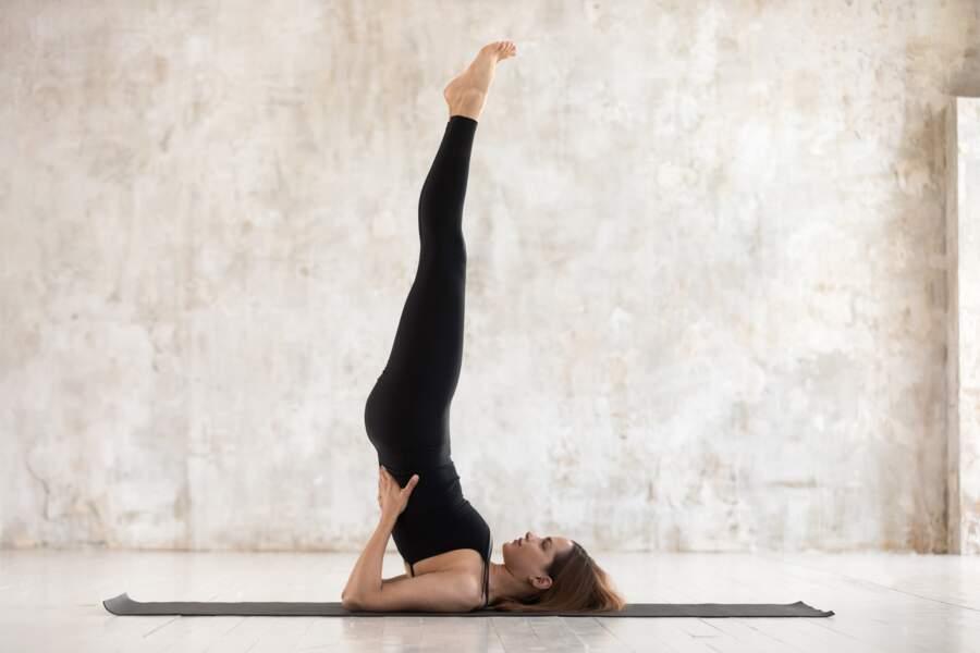 Pour activer la circulation sanguine dans les jambes : la posture de la chandelle
