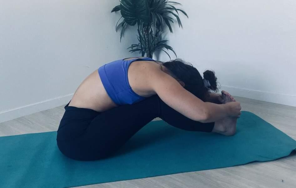 La posture de la pince assise